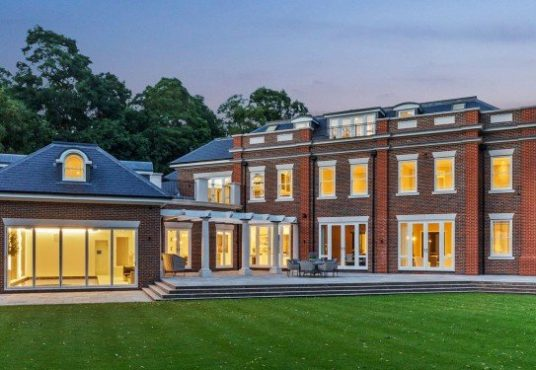 Hampton place wentworth estate