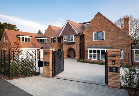 beechmont beaconsfield house for sale in Buckinghamshire